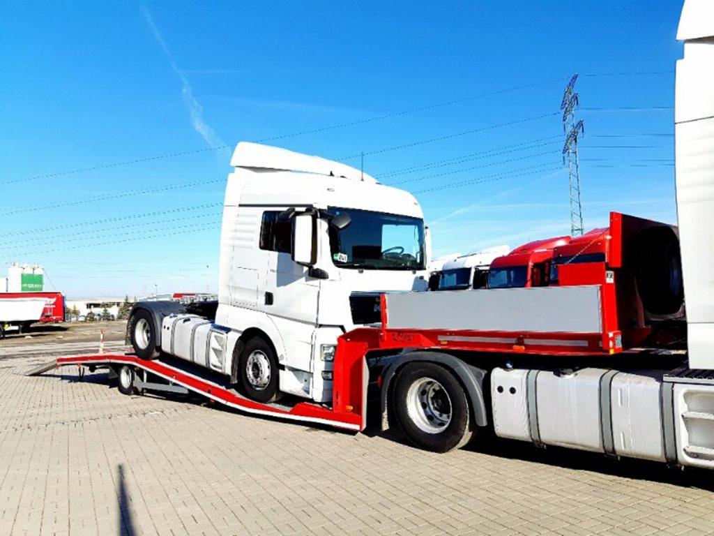 Vállaljuk meghibásodott, balesetet szenvedett, műszaki hibás nyerges vontatók, ponyvás tehergépkocsik és félpótkocsik hazaszállítását az Unión belül